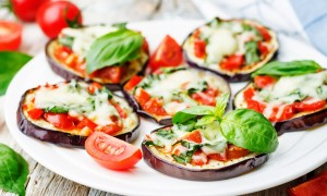 Mini-pizza cu blat de vinete
