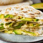 Quesadillas cu avocado si mozzarella